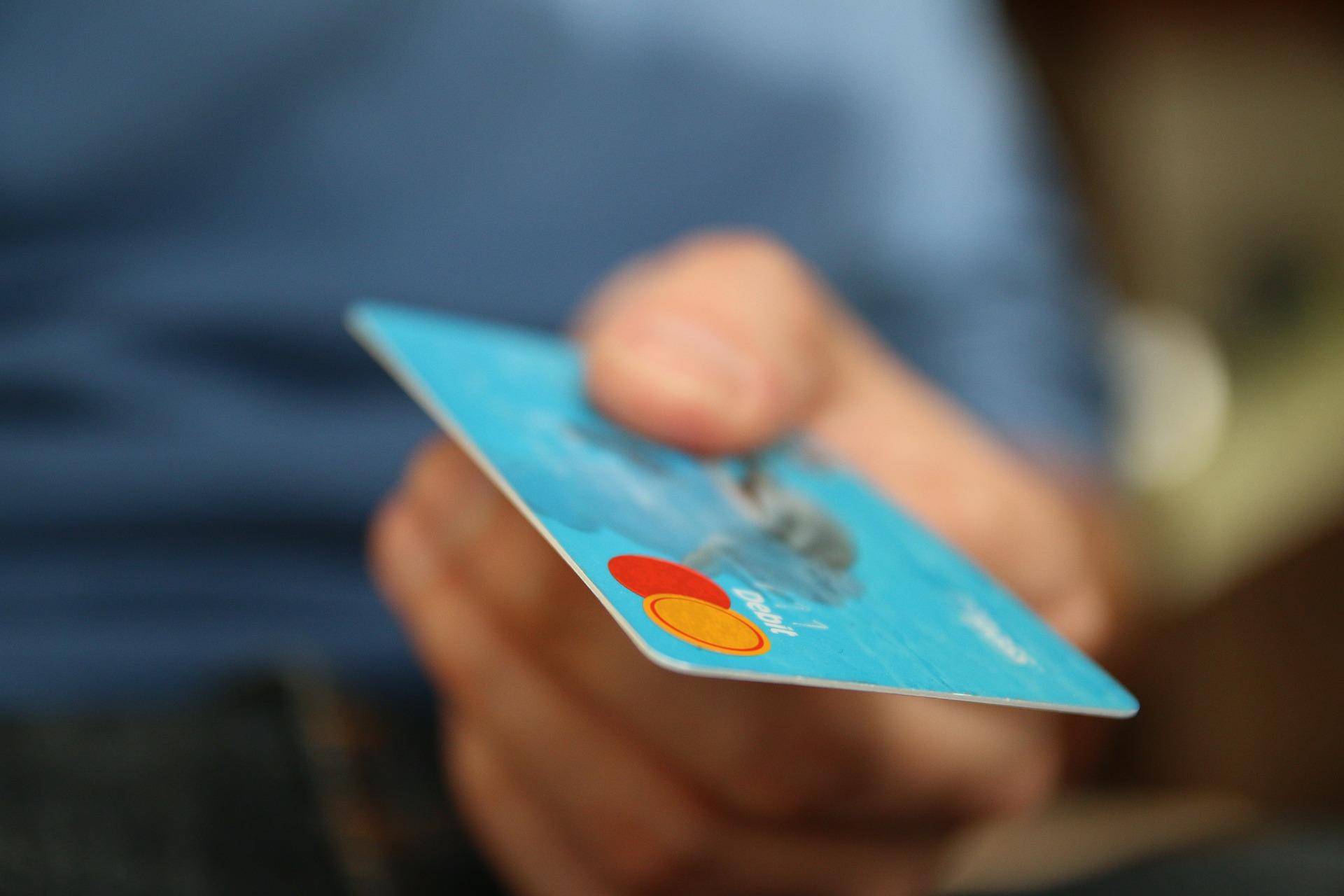 Doradca finansowy pomaga klientom