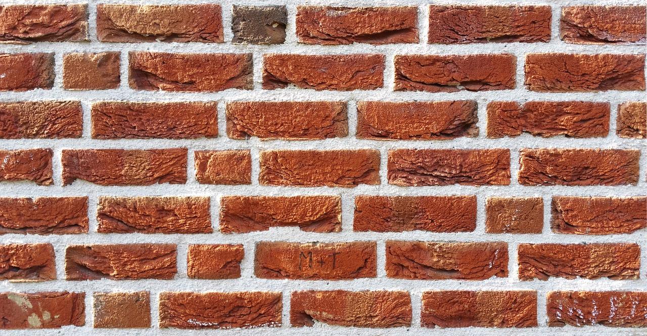 Czy ściany z odsłoniętej cegły to dobry pomysł w domu