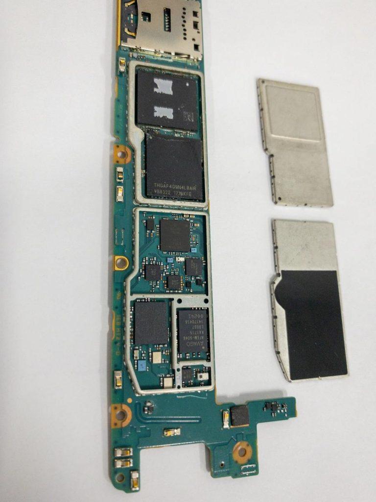 Naprawa uszkodzonego telefonu w domu czy w serwisie?