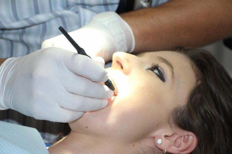 Metody wybielania zębów.