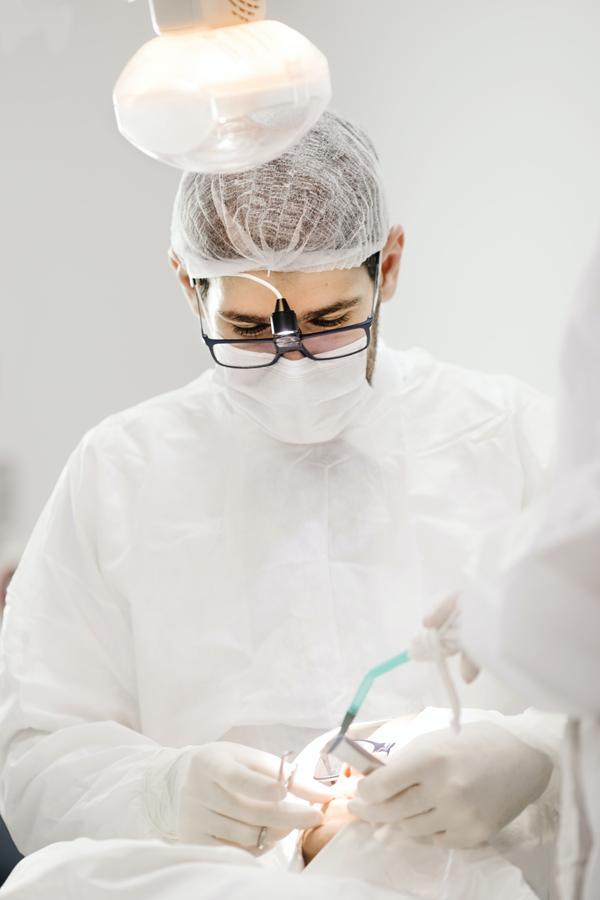 W jaki sposób można leczyć wady uzębienia?