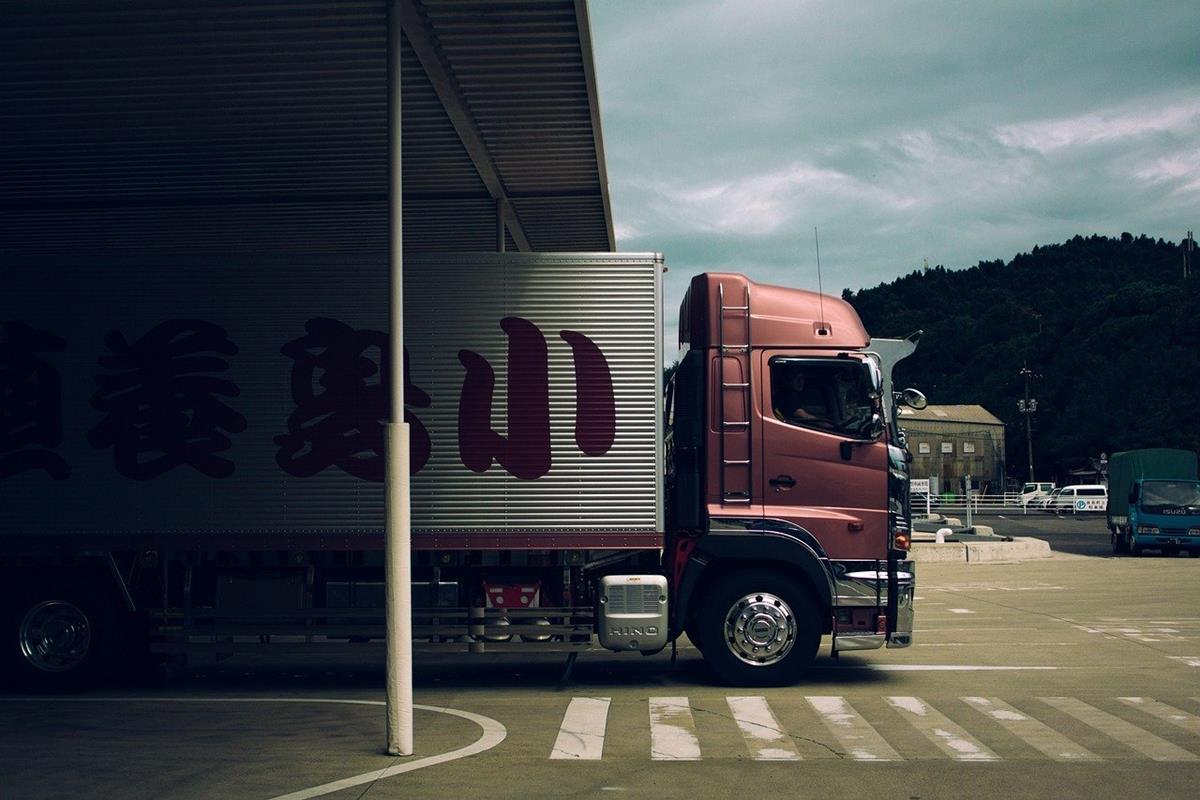 Jak zadbać o stan techniczny samochodów dostawczych i ciężarowych?