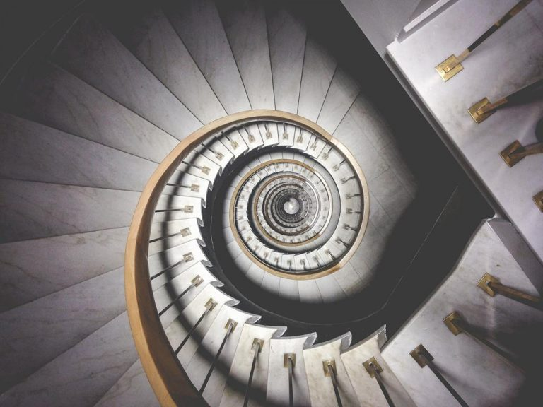 Czy przed twoim domem też są kamienne schody?